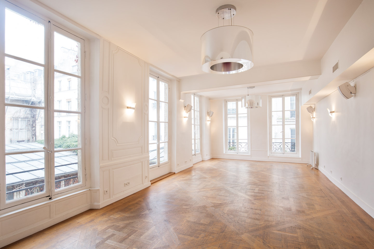 Shop and Showroom Space in Le Marais